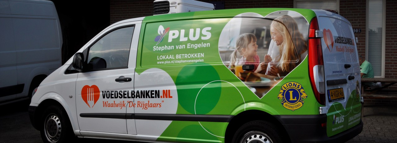 Nieuwe bus voedselbank rijglaars met dank aan Lions en Plus