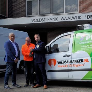 Nieuwe bus voor Voedselbank de Rijglaars